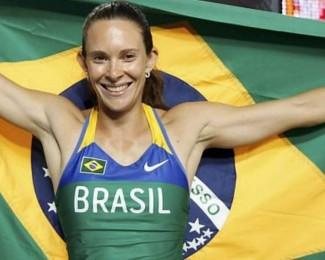 Fabiana-com-a-bandeira-do-Brasil-apos-conquistar-o-ouro-no-Mundial-de-AtletismoReuters