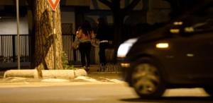 9fev2015---prostitutas-caminham-na-regiao-central-de-roma-na-italia-1500687744518_615x300
