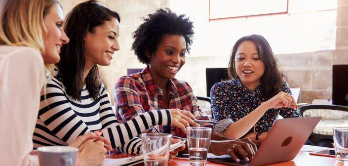 4-empresas-com-ações-incríveis-para-desenvolver-suas-profissionais-702x336