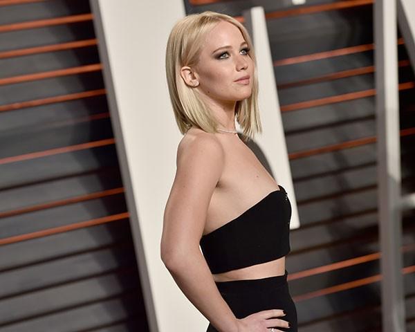 """""""Humilhada"""": Jennifer Lawrence revela que foi colocada em """"paredão"""" com outras mulheres mais magras"""
