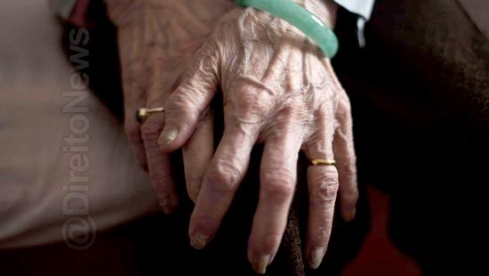 direito-oab-concursos-mulher-idosa-triste