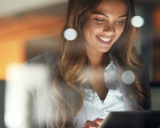 mulher-trabalho-tecnologia-tablet-1529435736591_v2_615x300