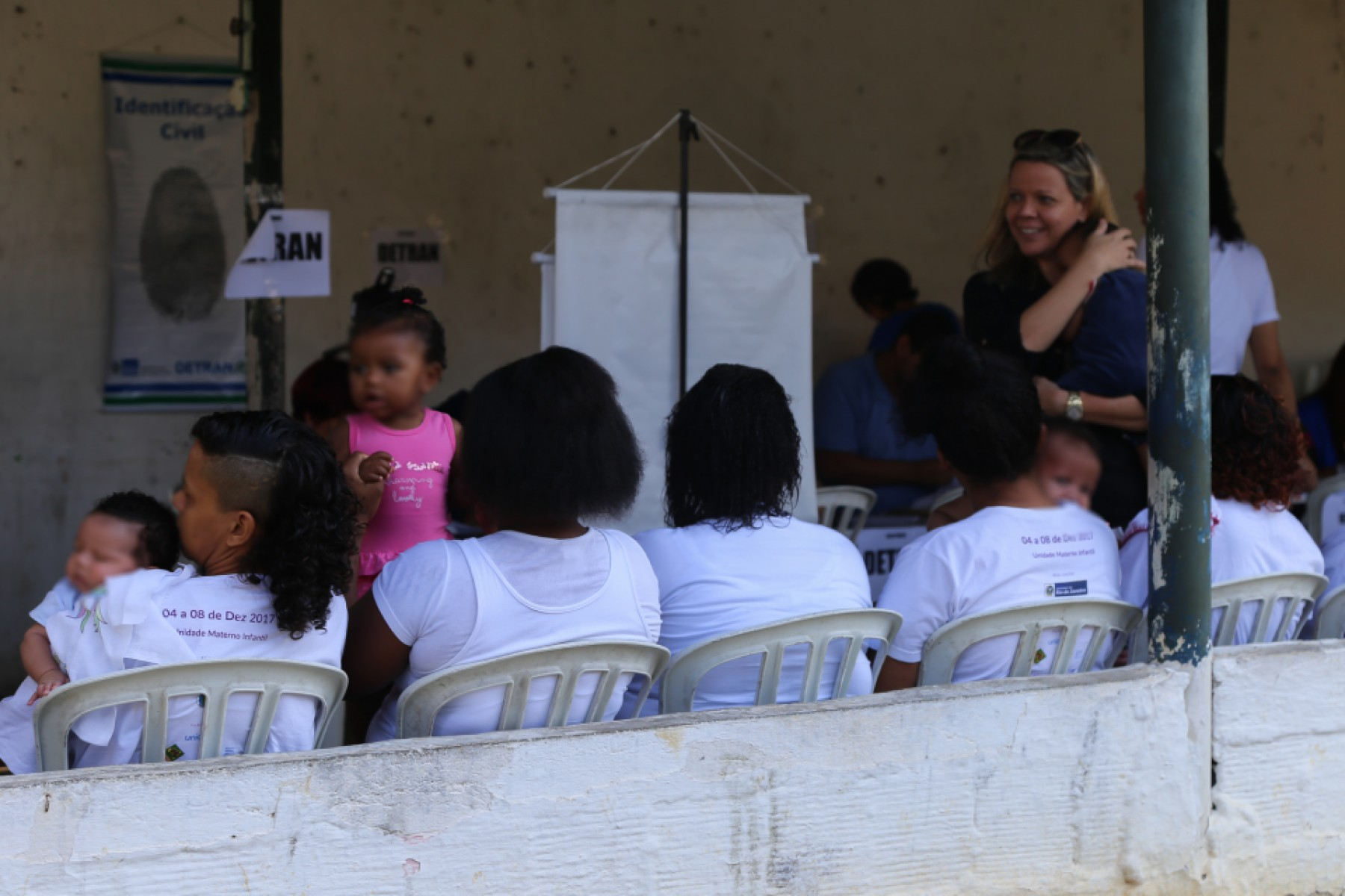 Justiça Itinerante presta serviços a mães e bebês em prisão do Rio