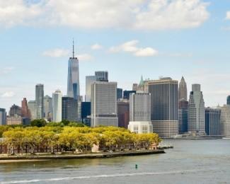 a-governors-island-que-recebe-os-acampamentos-de-luxo-com-o-skyline-de-manhattan-ao-fundo-em-nova-york-1531142812869_v2_900x506