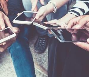 compartilhamento-de-imagens-entre-adolescentes-1533931449455_v2_300x400