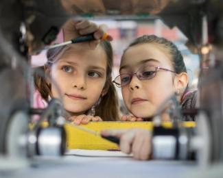 meninas-cientistas-o-o-sonho-de-trabalhar-com-ciencia-comeca-na-infancia-1534191560898_v2_900x506