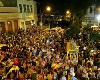 badalo-de-santa-teresa-em-desfile-de-2018-1549579078904_v2_450x450