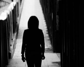78172539_SOCMulheres-criminalizadas-pelo-aborto-Mulher-de-costas-sem-identificacao-ESTA-FOTO