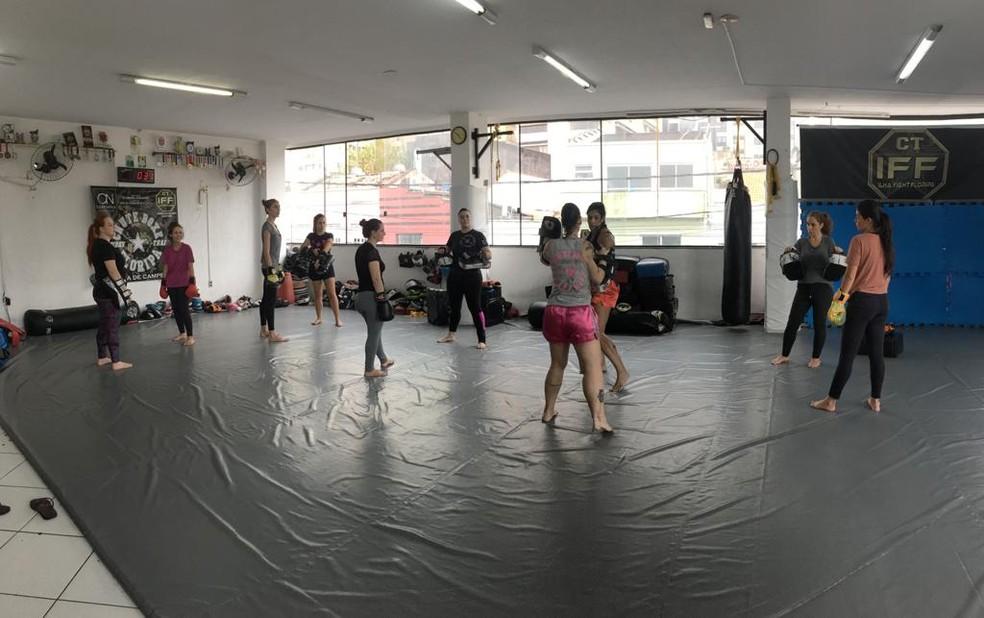 Aula gratuita ensina técnicas de defesa pessoal para mulheres neste sábado em Florianópolis