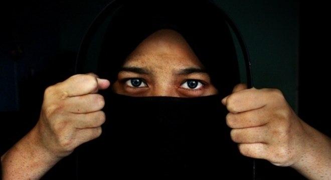 Paquistão anuncia mil tribunais de combate à violência contra a mulher