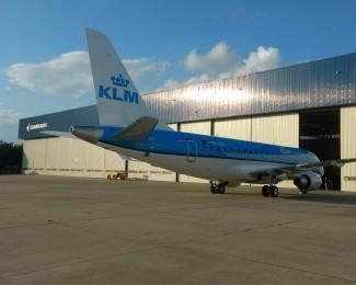 aviao-da-companhia-aerea-klm-produzido-pela-embraer-no-interior-de-sao-paulo-1519425169441_v2_817x613