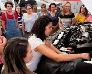 barbara-brier-da-oficina-amiga-da-mulher-capacita-mulheres-e-mecanicas-1582390250473_v2_450x450